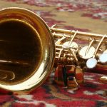 サックスはどうして木管楽器なのですか?